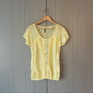 Daytrip Buckle Yellow Lace tee